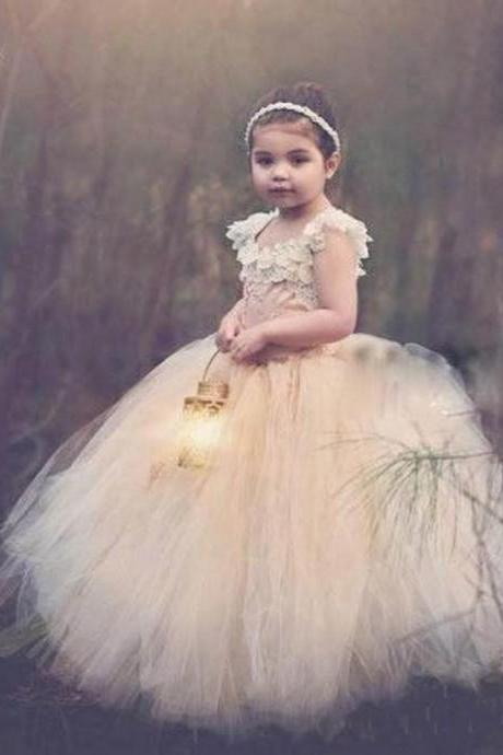 2018 Cute Fluffy Ball Gown Flower Girls Dresses Criss Cross Back Girls Wedding Party Dress Pearls Lace Appliques Pageant Dress